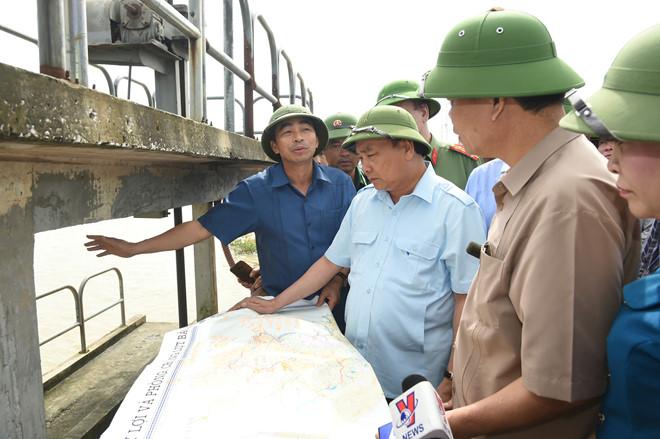 Thủ tướng Nguyễn Xuân Phúc chỉ đạo công tác phòng chống lũ
